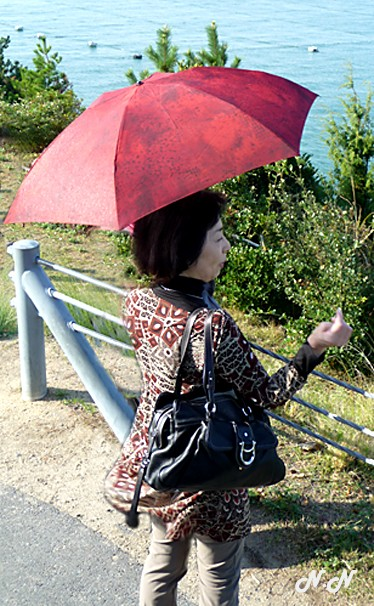 dame-au-parapluie.jpg