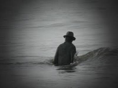 L'homme au chapeau se trouve-t-il à Knokke-Le-Zoute ?