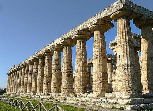 Patrimoine mondial de l'Unseco : Cilento et le Vallo Diano, avec les sites archéologiques de                                                                 Paestum et Velia - Italie
