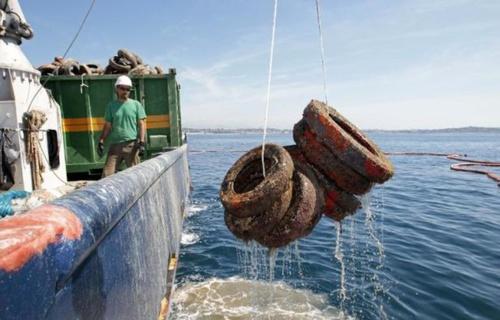 25.000 pneus vont être remontés des fonds marins