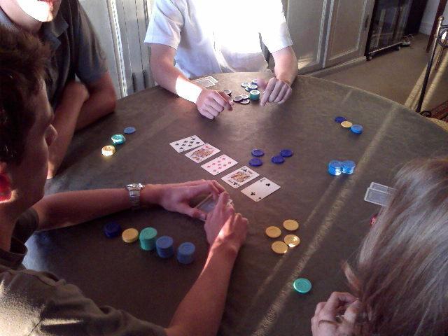 Une partie de poker chez charles henri.....