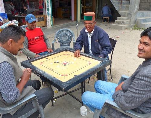 un arrêt à Sangla, village de montagne