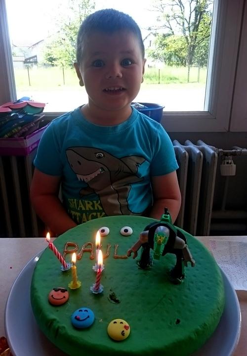 Heureusement...Il n'aime pas le gâteau!