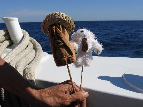 Arthur et Koh-Lanta font du bateau.