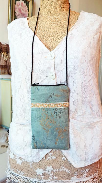 V2 - Etui molletonné téléphone, lunettes... 17,5 x 10 cm, avec cordon, tissu coton imprimé japonais bleu / gris motifs végétaux / fermeture éclair