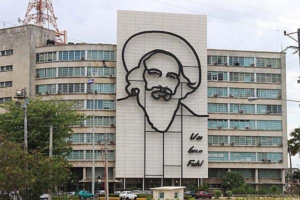 Cuba-La Havane(5)Place de la Révolution-Camilo Cienfuegos
