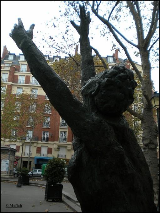 9 novembre 2011 Edith Piaf Statue 3