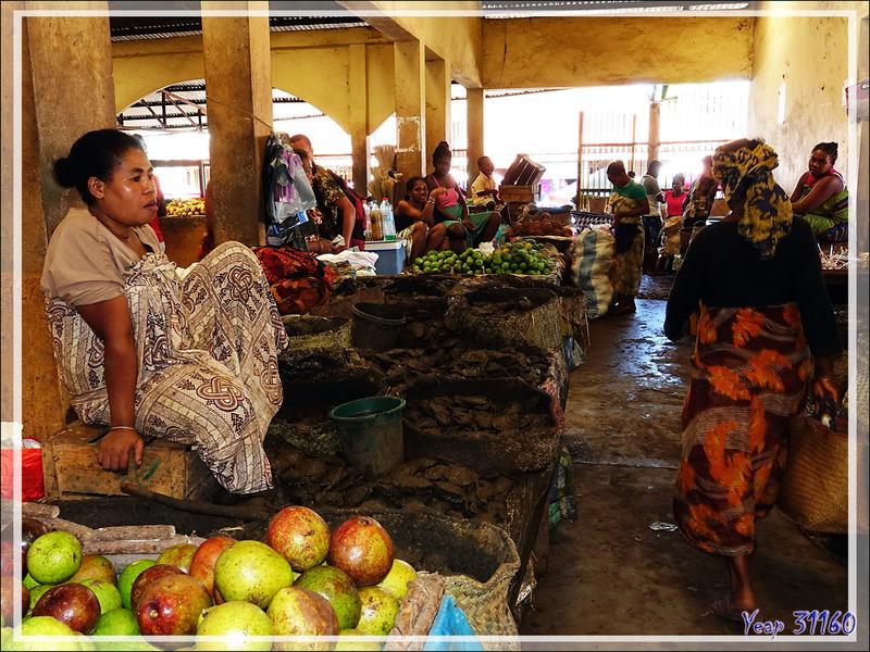 Marché de Hellville : le coin des crabes de palétuviers (ou de mangrove) - Nosy Be - Madagascar