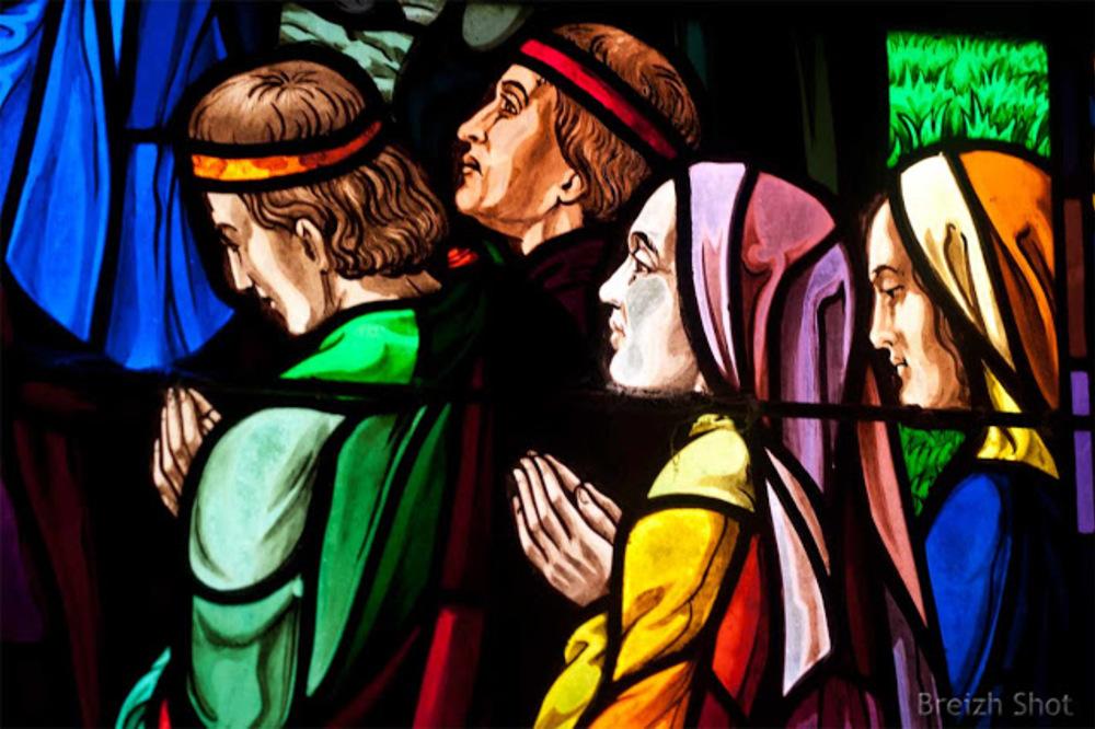 Tréhorenteuc : Vitrail de sainte Onenne détails