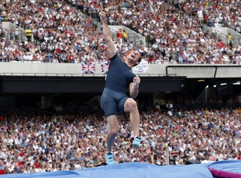 Lavillenie au meeting de Londres (6,02 m)