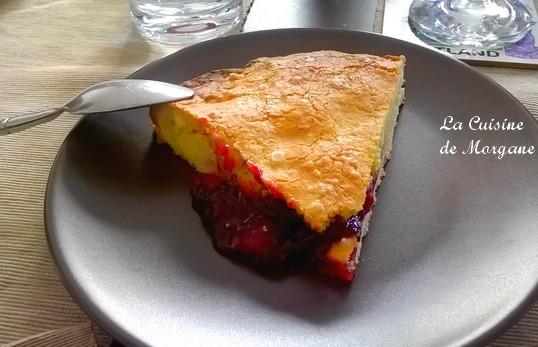 Gateau basque à la confiture de cerise et à la crème