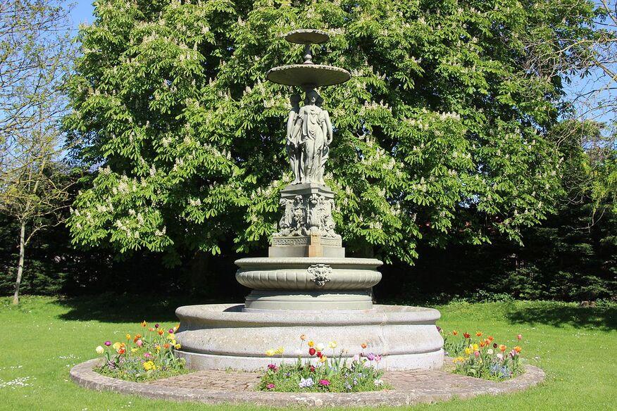 Fontaine des trois Grâces de Langrune-sur-Mer.jpg