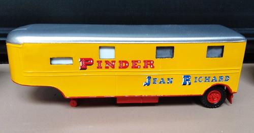 véhicules du cirque Pinder Jean Richard par Vincent Bouderlique