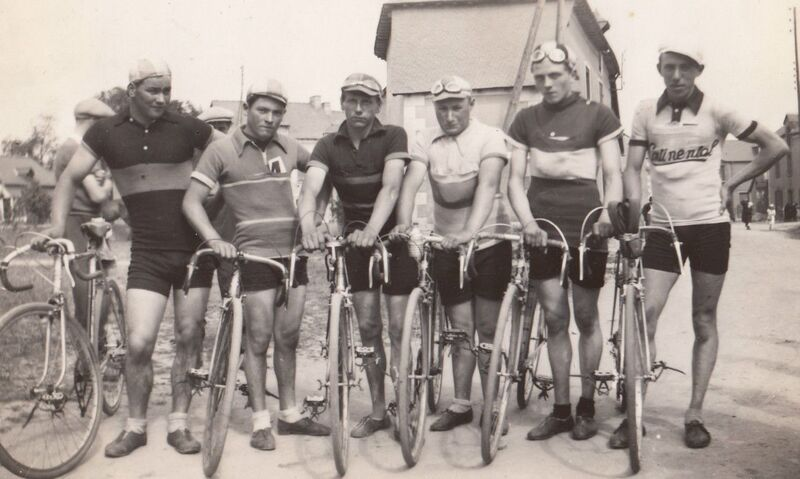 Groupe coureurs avant-guerre