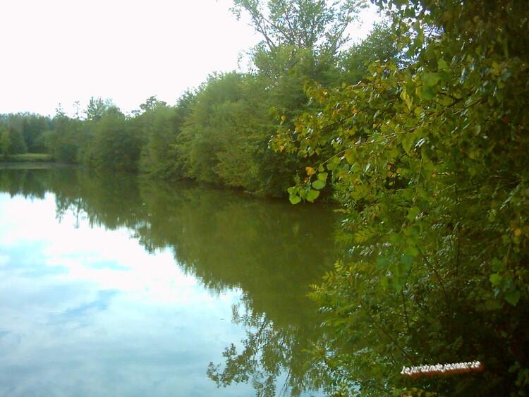 le Lac  de Barsac (gironde)situé au bord de la route nationale 113