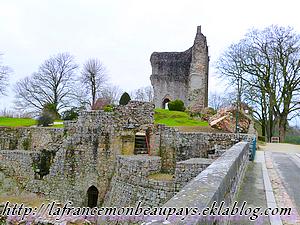 Les ruines du château de Domfront