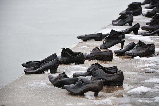 """Résultat de recherche d'images pour """"quai des chaussures budapest"""""""