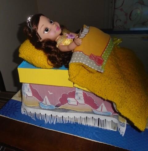 Un lit pour Belle dans une boite