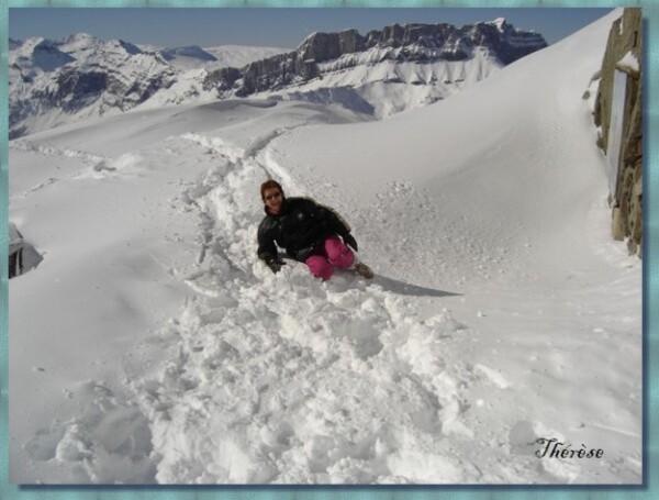 093 Brévent 2500m Thérèse fait la folle dans la neige