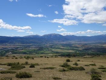 Vers le Sud-ouest, vue sur la Cerdagne espagnole. En face, la Tossa d'Alp (2536 m)