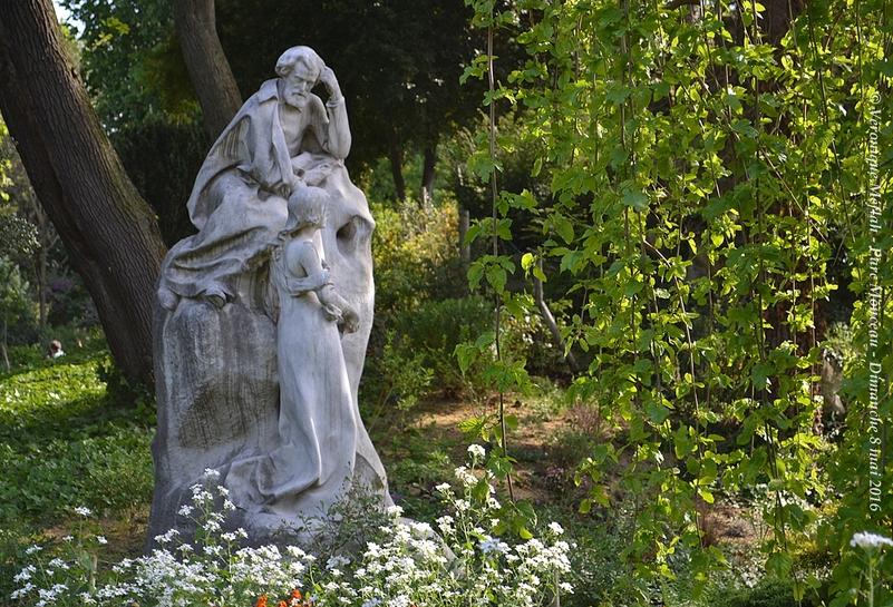 Parc Monceau : Monument à Ambroise Thomas, la Grotte et la Cascade