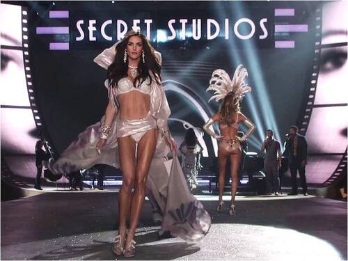 DEFILE- FASHION -VICTORIA'S- SECRET-  AVEC - ZAMPA