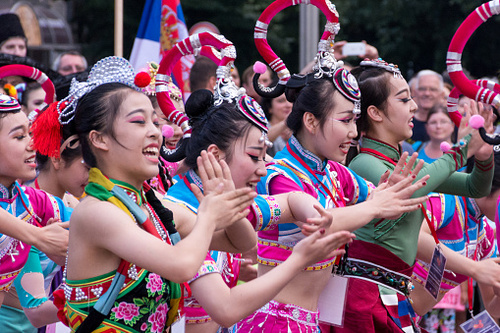Beautiful Chinese Girls. Traditional Dance (Musique chinoise)