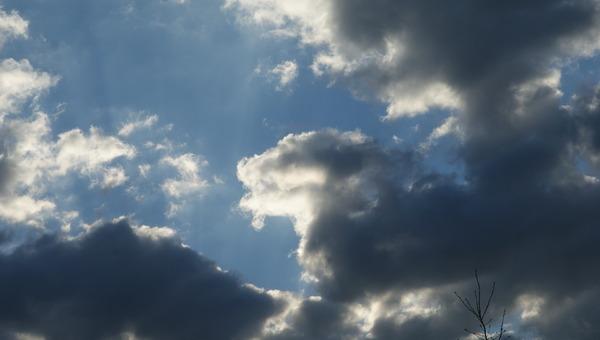Chez Khanel3 ciel, espace en avril