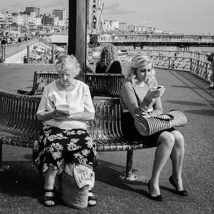 03 - Les vielles dames lisant, dehors, suite