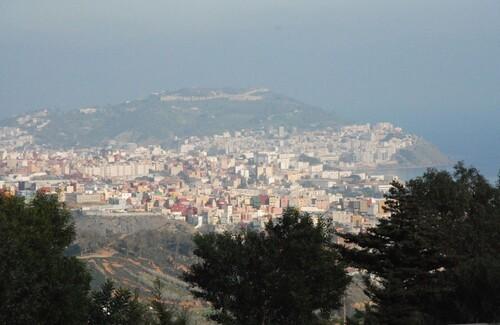 Ceuta dans le lointain