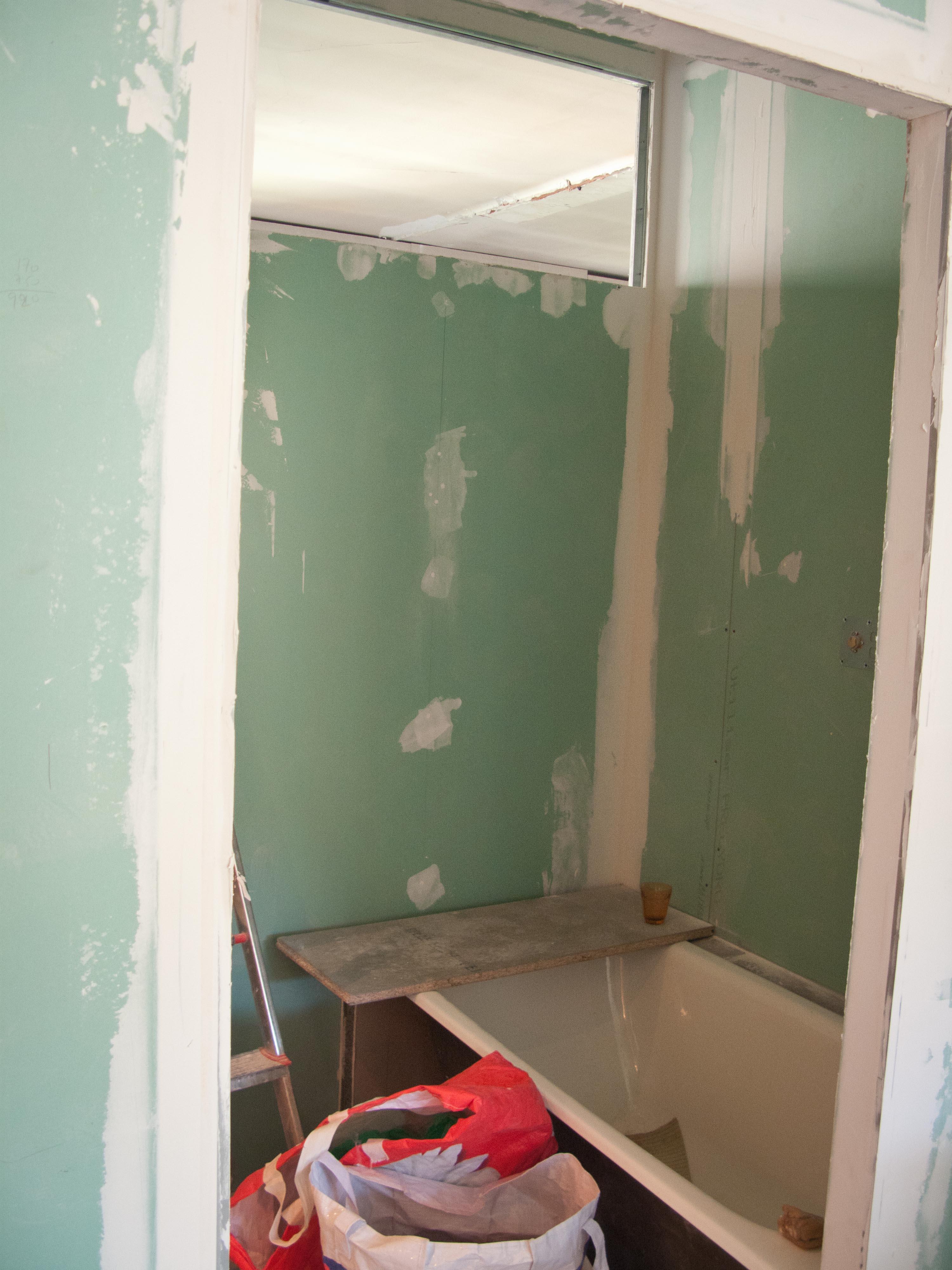 18/22 août... salle de bains, ragréage, faux plafond et bandes de ...