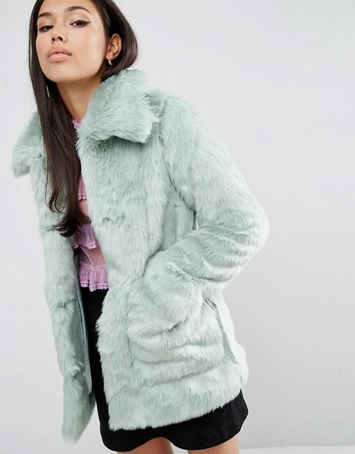 http://images.asos-media.com/products/asos-manteau-en-fausse-fourrure-pastel/5476761-1-mint?$XXL$&wid=513&fit=constrain