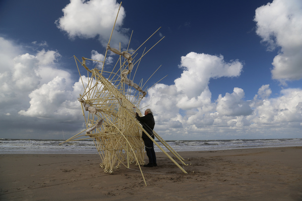 Samedi - Theo Jansen : Des sculptures vivantes...