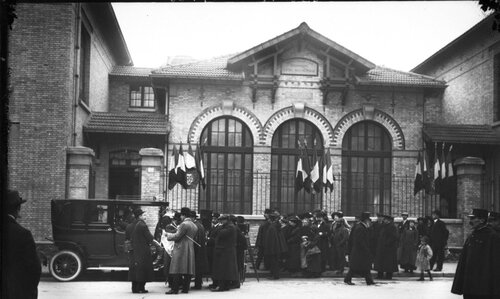 12 décembre 1913, visite de Mr Poincaré au dispensaire Léon Bourgeois, 65 rue Vaneau, Paris