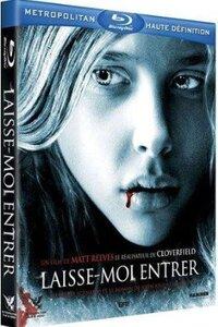 Abby, une mystérieuse fille de 12 ans, vient d'emménager dans l'appartement à côté de celui où vit Owen. Lui est marginal, il vit seul avec sa mère, et est constamment martyrisé par les garçons de sa classe. Dans son isolement, il s'attache à sa nouvelle voisine qu'il trouve si différente des autres personnes qu'il connaît. Alors que l'arrivée d'Abby dans le quartier coïncide avec une série de meurtres inexplicables et de disparitions mystérieuses, Owen comprend que l'innocente jeune fille est un vampire....-----...Origine du film : Britannique, Américain Réalisateur : Matt Reeves Acteurs : Kodi Smit-McPhee, Chloë Grace Moretz, Richard Jenkins Genre : Epouvante-horreur, Drame Durée : 1h 52min Date de sortie : 6 octobre 2010 Année de production : 2010 Titre Original : Let Me In Distribué par : Metropolitan FilmExport