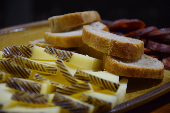 Tapas - Fromage, pain et chorizo