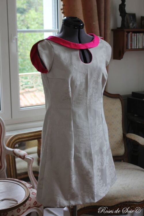 robe grise et fushia