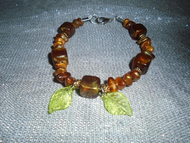 Bracelet avec feuilles marron