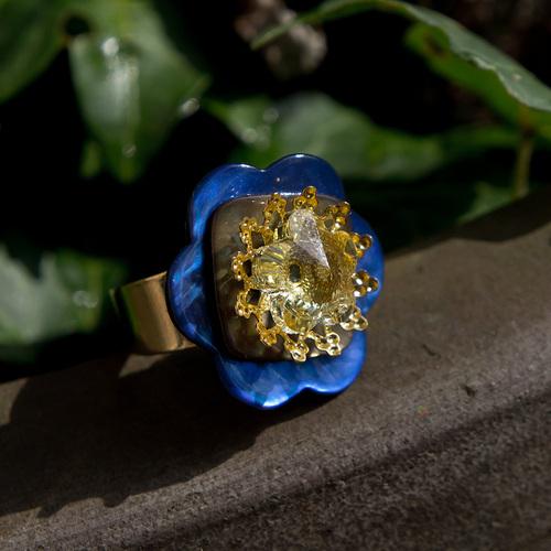 bague en nacre colorée et cristal swarowski