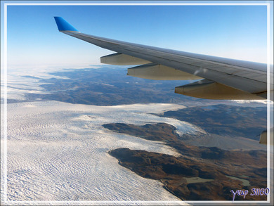 Survol de la calotte glaciaire (Inlansdis) juste avant l'atterrissage à Kangerlussuaq - Groenland