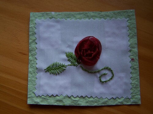 Une rose au ruban