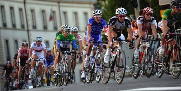 Sur les allées du Parc, Christophe Moreau (maillot Agritubel, au centre) a récidivé après avoir remporté le Critérium en 2006. © Arnaud Finistre - Le Bien Public
