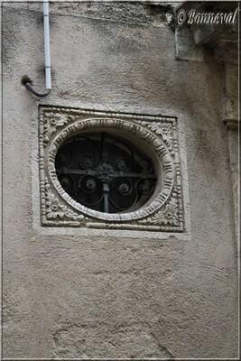 Pézenas Hérault oculus maison rue des Docteurs Bastard