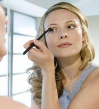 Comment maquiller des yeux rapprochés?