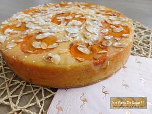 Gâteau aux abricots, citron & polenta