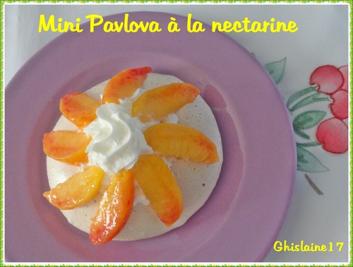 Petits pavlovas aux nectarines