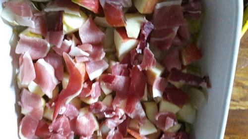 Gratin d'endives, pommes et jambon cru