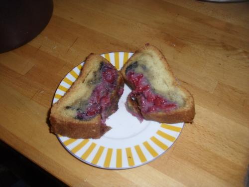 un cake au framboise (ou comment utiliser des blanc d'oeufs...encore)