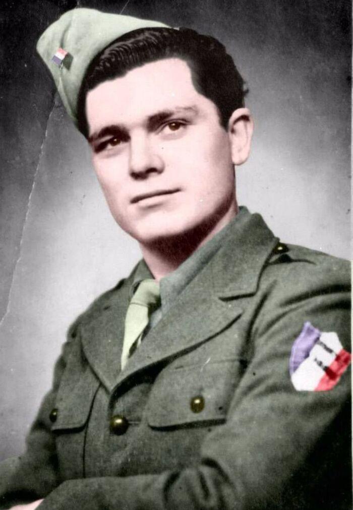 """Un héros de la guerre enterré dans l'indifférence : """"On a acheté un drapeau de 2,50 m sur internet"""""""
