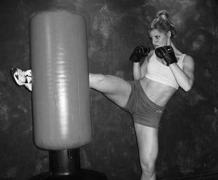 round kick (5) - Copie.JPG